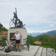 Comer See: Radfahrerdenkmal